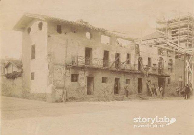 Demolizione casa in via Cologno  Storylab