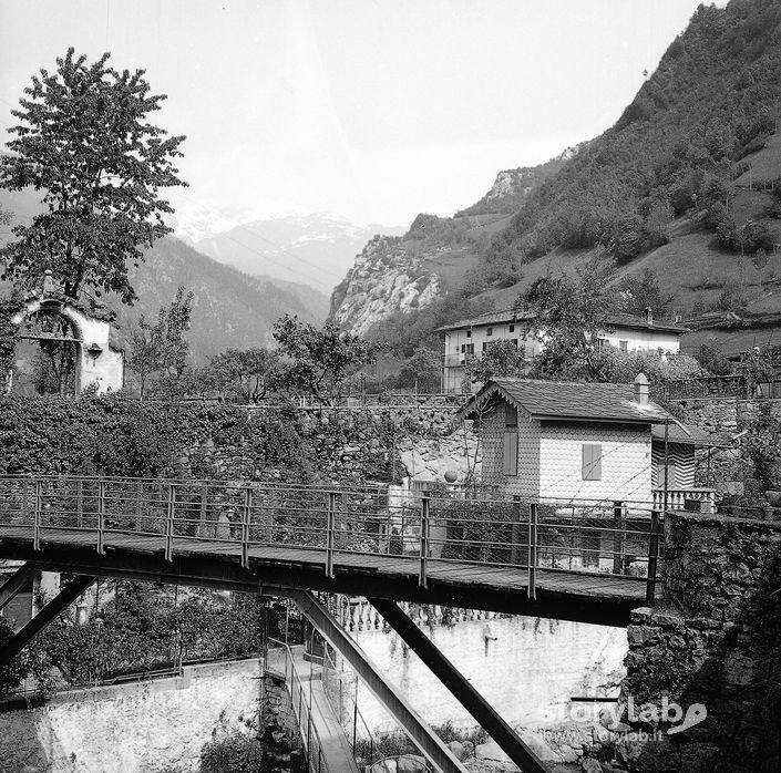 Ponte in primo piano case sullo sfondo storylab for Ponte del secondo piano
